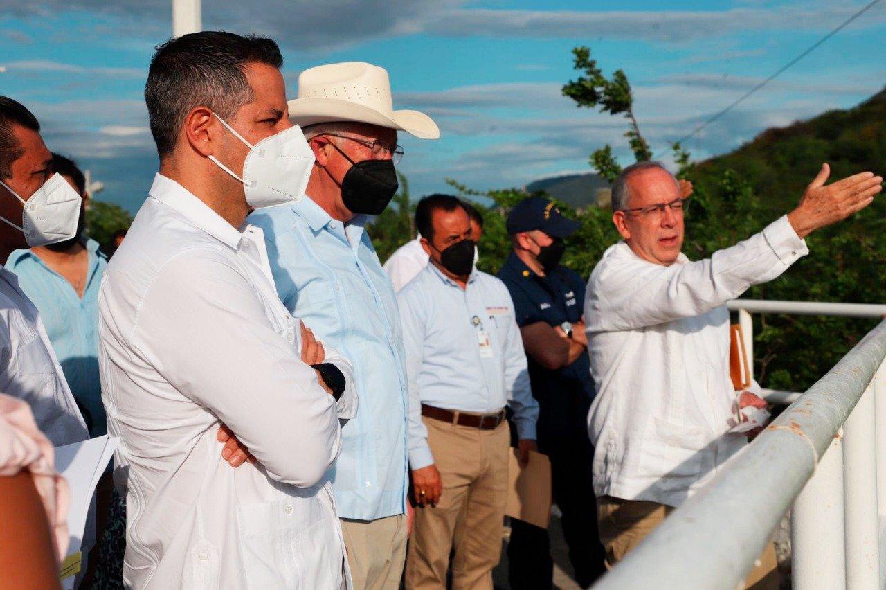 Recorre embajador de Estados Unidos en México avance de Corredor Interoceánico en Istmo de Oaxaca