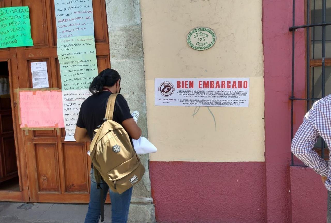 Embargan oficinas de los Servicios de Salud por falta de pago al ayuntamiento de Oaxaca