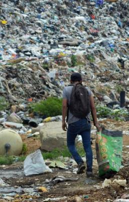 Pandemia arrojó a más niños a trabajo en basurero de Oaxaca; también aumentó su jornada laboral