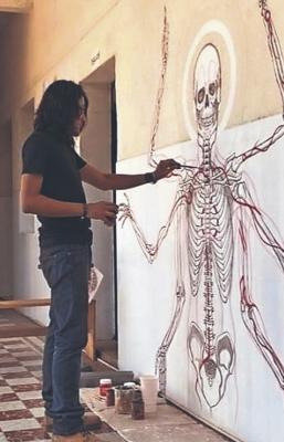 De Oaxaca a Alemania, el artista Rikrdo Rojas no pierde su fascinación por la anatomía humana