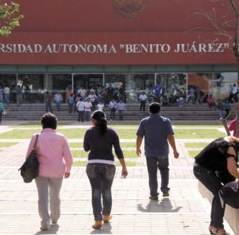 """UABJO pagó 14.5 mdp a constructora por """"impartir clases"""" en sus bachilleratos; hay denuncia ante FGR"""