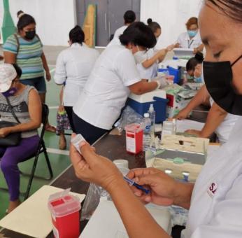 Arranca vacunación anti Covid-19 a adultos mayores del Istmo, pero aún faltan 700 empleados de la Salud