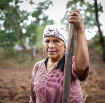 Siembra de la milpa: Mujeres ayuujk de Oaxaca preservan el ritual con una ofrenda a la Madre Tierra
