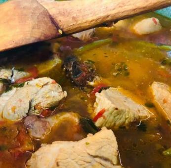 Así es y así se prepara el famoso caldo de gato de Oaxaca