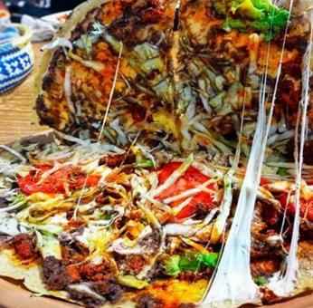 Cadena anuncia pizza de tlayuda de Oaxaca y explota polémica en redes sociales