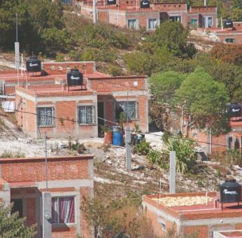 Con promesa de apoyos gubernamentales para vivienda, roban ahorros de decenas de personas en Oaxaca