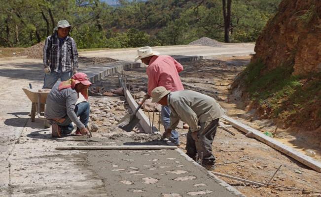 Caminos rurales de AMLO generaron más de 31 mil empleos en pueblos indígenas: INPI
