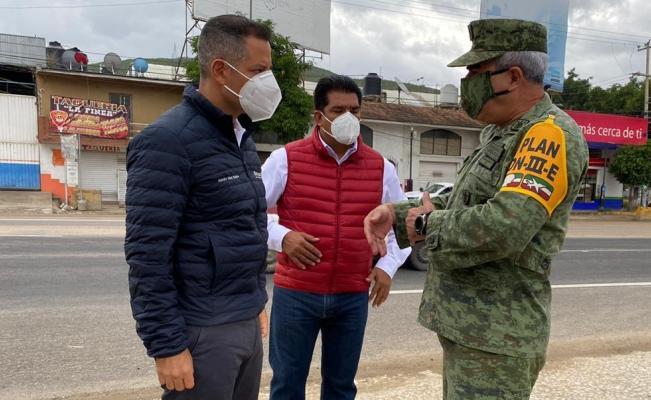 Trasladan a 5 heridos de los Ozolotepec; Murat encabeza brigada en la zona más dañada