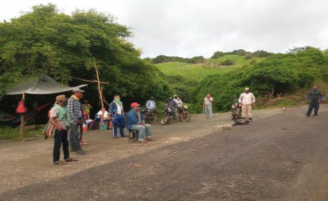 """Pide edil de San Miguel Chimalapa """"mano dura"""" contra bloqueo de 2 semanas; víveres ya escasean"""