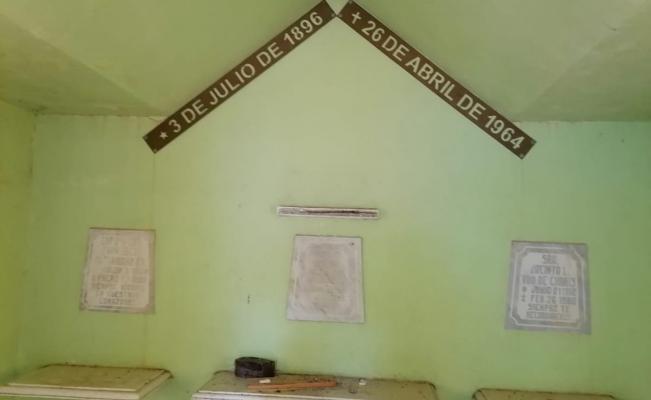 Roban busto histórico del héroe juchiteco General Charis Castro