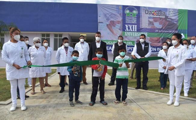 Con inversión de casi 20 mdp, inaugura Murat área de infectología en Hospital de la Niñez Oaxaqueña