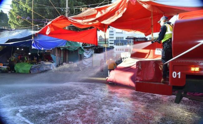 Desinfecta Bomberos Central de Abasto, ante riesgo por Covid-19