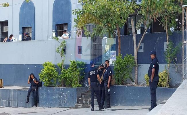 Paran labores policías municipales de Salina Cruz para exigir 59 días de aguinaldo; les pagaron 15