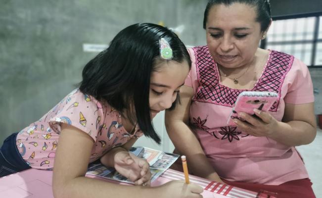 En Oaxaca, existe una generación de niños que no conoce los salones de clases