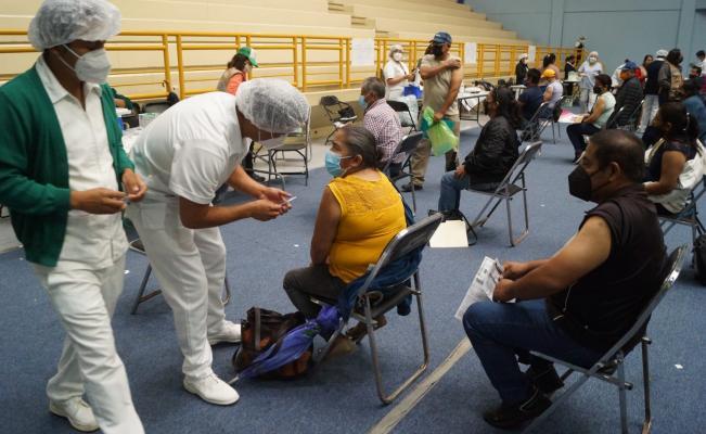 Reporta Oaxaca 186 casos activos de Covid-19 y 3 mil 808 muertes; vacunación continuará en 5 municipios