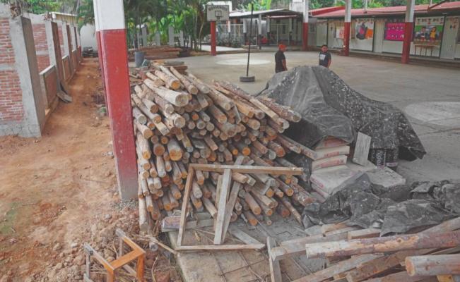 Empresas investigadas por dejar aulas inconclusas tras 7-S en Oaxaca obtuvieron 124 mdp en obra pública