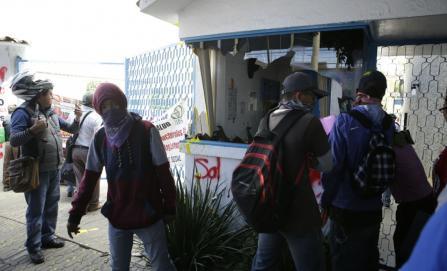 """Organización """"Sol Rojo"""" marcha y vandaliza oficinas y comercios"""