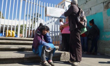 Viajaron cuatro horas hasta el Hospital Civil y no recibieron atención médica