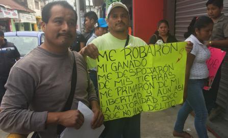Más de tres años desplazados por no cooperar con 10 pesos