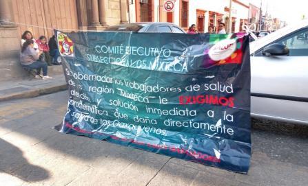 Sindicalizados de Salud de la Mixteca reinician protestas