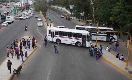Policías, atados de manos para actuar contra bloqueos en Oaxaca