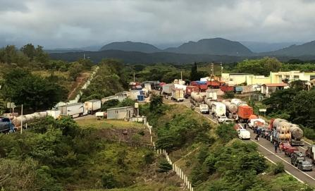 Bloqueo carretero en Matías Romero va por tercer día