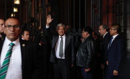 Se reúnen Peña Nieto y AMLO en Palacio Nacional