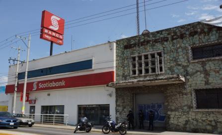 Abren boquete a sucursal bancaria y la asaltan