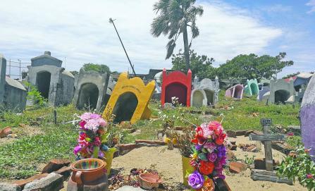 San Mateo del Mar, ven lejos arreglar el panteón tras sismos