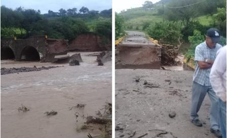 Tiran lluvias puente e incomunican a 2,000 pobladores en Oaxaca