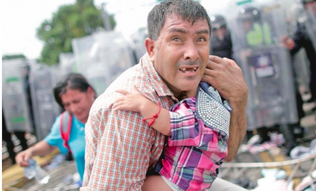 """""""No somos delincuentes"""", gritan migrantes"""