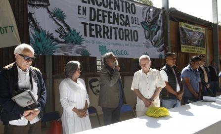 Se une Francisco Toledo a activistas en defensa del territorio