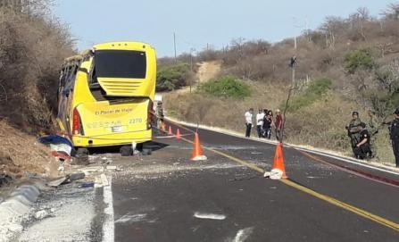 Identifican a nueve de los 10 muertos en accidente carretero en Puebla