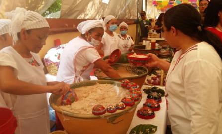 Realiza Huayápam la vigésima Feria del Tejate