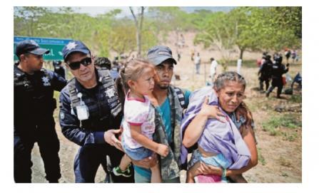 Frena operativo sorpresa a caravana de migrantes