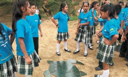 Niños, la esperanza para salvar a tortugas marinas
