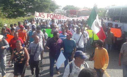 Marchan desde el Istmo a la ciudad de Oaxaca para exigir recursos para reconstrucción