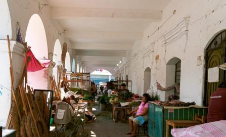 Nadie sabe quién reconstruirá el Portal de los Símbolos Patrios en Juchitán
