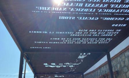Con luz y sombra, proyectan arte y poemas zapotecas en una vieja estación de ferrocarril