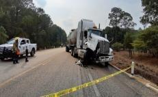 El accidente ocurrió cuando el vehículo chocó con un tráiler.