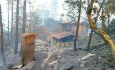 Se reactiva incendio en la Sierra Norte que ya había sido sofocado, ha consumido casas y vehículos