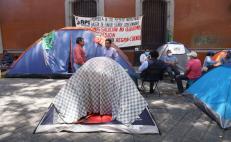 Tras rechazo en Etla, familias desplazadas de Xoxo levantan plantón y regresan a albergue