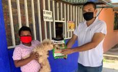 Conoce al veterinario que regala alimento para los perros de 50 niños, para ayudar en la crisis