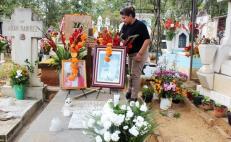 Llama Murat a los 570 municipios a cerrar panteones para Día de Muertos y celebrar en casa