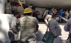 Personal de vectores toman edificio de los SSO; exigen destituir a su director de Administración