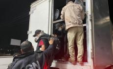 Asegura Guardia Nacional a 235 migrantes en Oaxaca y Veracruz, que viajaban en camiones de carga