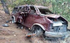 Vuelca camioneta con más de 20 personas en Oaxaca; trasladaba a migrantes de Centroamérica, reportan
