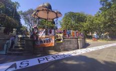 Con fotografías y un enorme letrero, exigen a la Fiscalía de Oaxaca revisar expedientes de personas desaparecidas