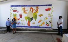 Develan mural a favor de una alimentación sana para niños de Oaxaca; buscan impulsarla en tienditas