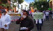 Trabajadores de Salud exigen recontratación a más de una semana de movilizaciones en Oaxaca